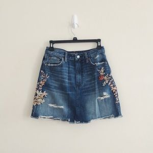 *NEW A&F Floral Embroidered Denim Mini Skirt